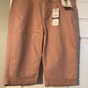 NWT Rose color Bermuda shorts size 16